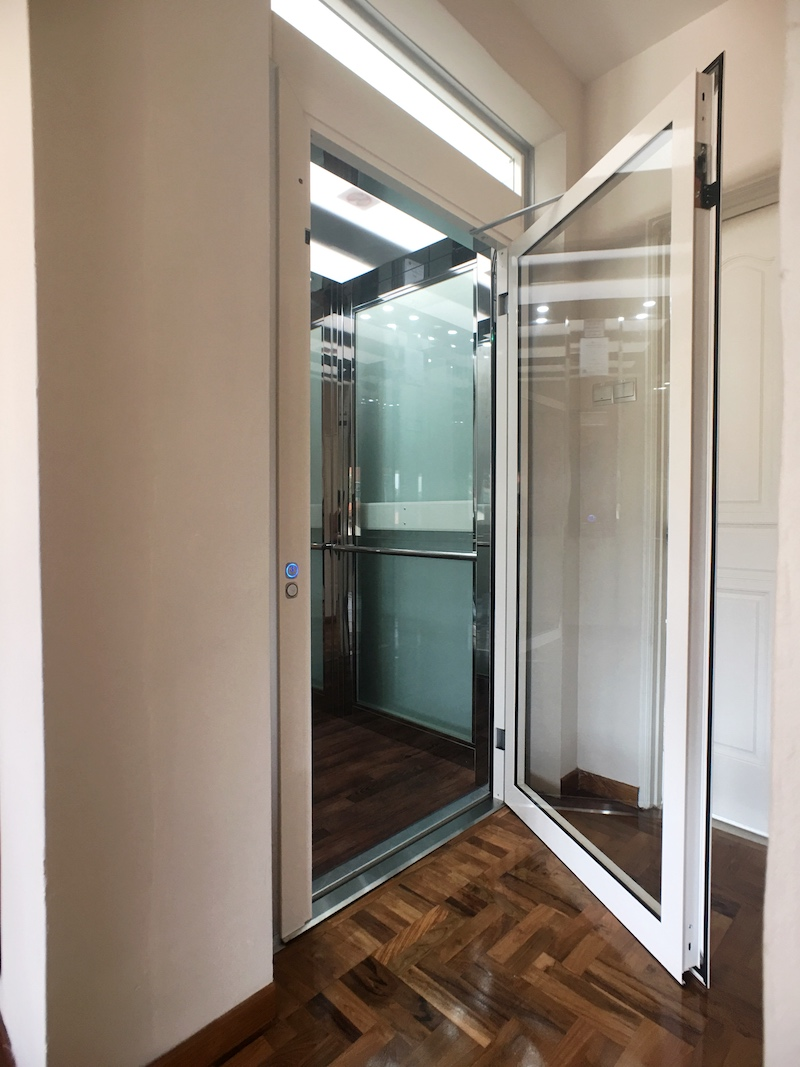 Home Lift with Glass Walls and Glass Swing Door