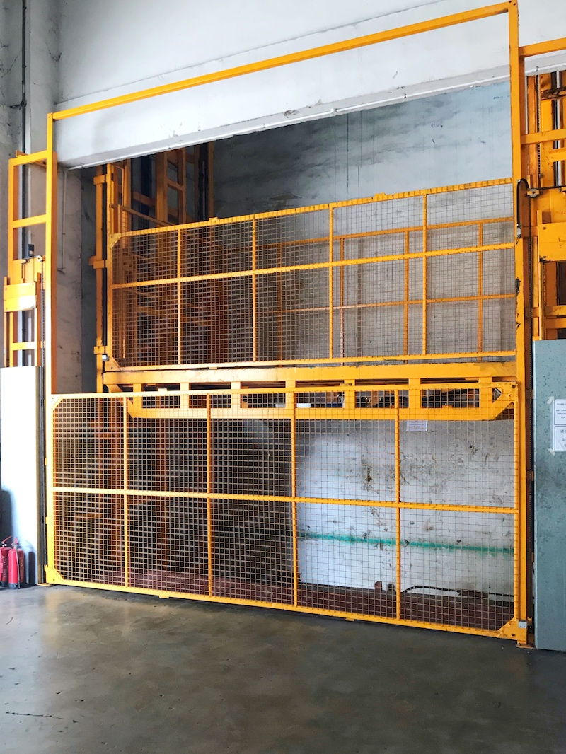 Material Hoist with Up-sliding Auto Doors
